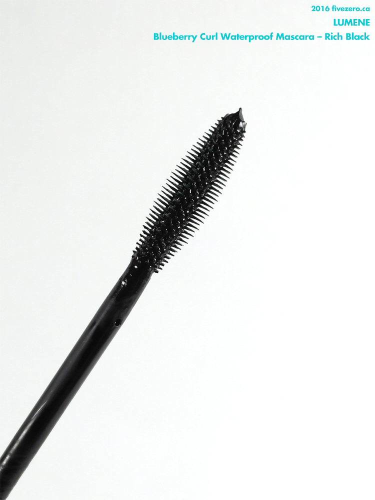 Lumene Blueberry Curl Waterproof Mascara in Rich Black